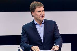 Carsten Maschmeyer, Investor der Höhle der Löwen auf der Bühne bei der Digital X in Köln