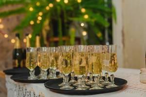Champagne Glasses New Year Greeting (Flip 2019)
