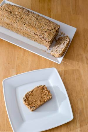 Chia Brot mit Mandelbutter