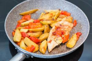 Chicken breast with potatoes and peppers in a pan