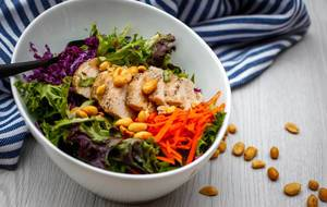 Chicken Salad with Lettuce and Peanut