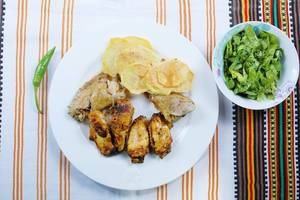 Chicken wings and fried potatoes with lettuce salad