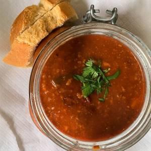 Chili con Carne mit Brot