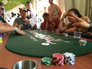 Chips auf dem Poker-Tisch - PokahNights @ Tomorrowland 2014