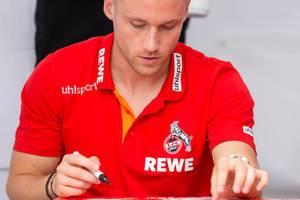 Christian Clemens während der Autogrammstunde