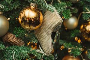 Christmas Tree decors With GOlden Ball And Sock (Flip 2019)