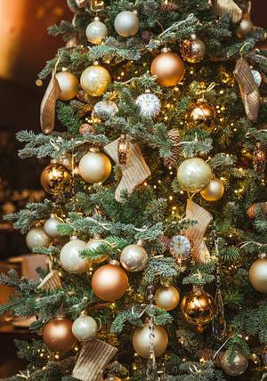 Christmas Tree With Golden Balls, Socks And Clocks (Flip 2019)