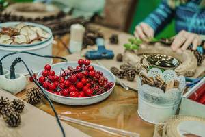 Christmas Workshop Berries decor