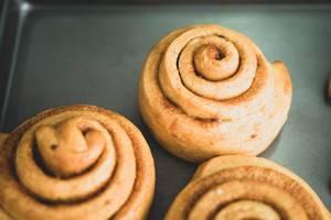 Cinnamon rolls in a tray