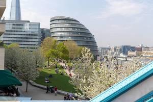 City Hall in London, The Shard im Hintergrund