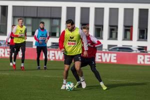 Claudio Pizarro und Lukas Klünter beim Training am 30.01.2018
