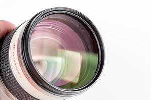 Close-up Kamera Objektiv vor weißem Hintergrund