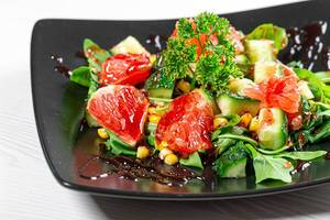 Close-up of fruit and vegetable salad with pomegranate sauce (Flip 2019)
