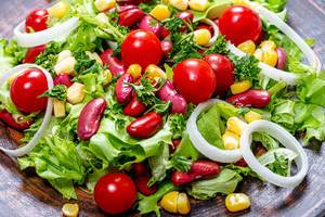 Close-up salad with beans, corn, tomatoes, lettuce, leeks and greens (Flip 2019)