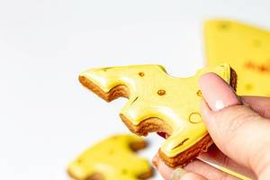 Closeup gingerbread in the shape of slices of cheese in hand (Flip 2020)