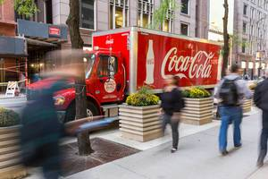 Coca Cola truck and passers-by on the streets of Chicago