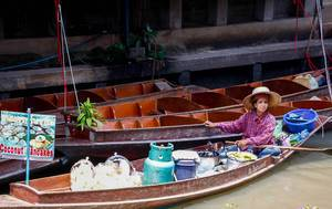 Coconut Pancake seller floating market