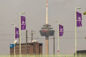 Colonius Cologne und Gamescom Flaggen