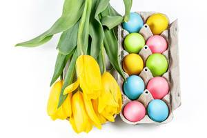Colorful Easter eggs with a bouquet of tulips (Flip 2020)