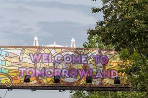"Colourful banner with the inscription ""welcome to tomorrowland"" at the same named festival in 2019"