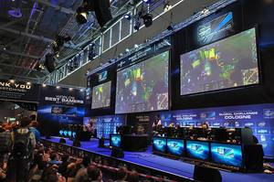 Computerspiele-Wettkampf während einer deutschen Spielemesse