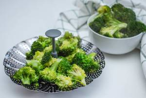 Cooked Steamed broccoli  (Flip 2019)