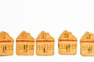 Cookies are small houses on a white background (Flip 2019)
