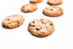 Cookies auf weißem Hintergrund