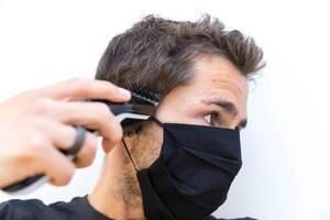 Corona-Zeiten: Maske tragen und die Haare mit dem Philips QC5115/15 Haarschneider zuhause schnell und einfach schneiden