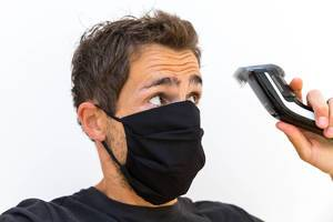 Corona-Zeiten: mein Friseur hat zu - und nu? Ich schneide mir die Haare selber mit dem Philips QC5115/15 Haarschneider und schwarzer Alltagsmaske
