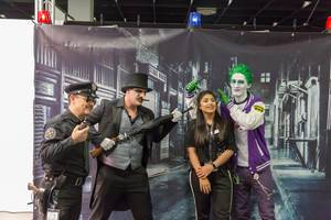 Cosplayer verkleidet als Charaktere aus dem Batman-Universum