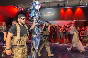 Cosplayers clad as soldiers and an alien at Gamescom