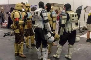 Cosplayers verkleidet als Star Wars Soldaten