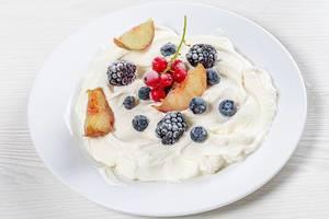Cottage cheese dessert with fresh berries (Flip 2019)