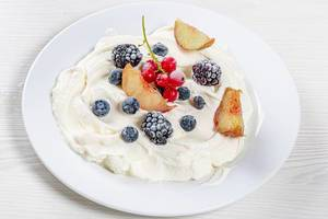 Cottage cheese dessert with fresh berries