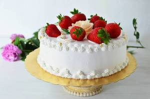 Cream cake with strawberries (dt. Sahnekuchen)