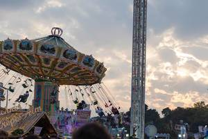Crepes-Alm, merry-go-round and Space-Shot - Oktoberfest 2017