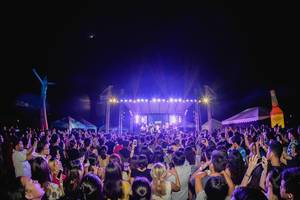 Crowd watching the Ben & Ben band performing at Day Dream Festival, Bacolod City