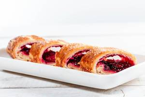Cut pieces of cherry strudel (Flip 2019)