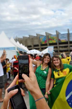 Dabei sein ist alles, Fotos dürfen aber nicht fehlen - Fußball-WM 2014, Brasilien