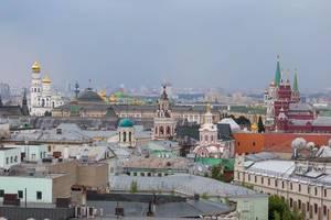 Dächer der Gebäude am Roten Platz und im Moskauer Kreml