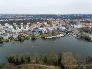 Dahme (Fluss) und Penta Hotel in Berlin Köpenick