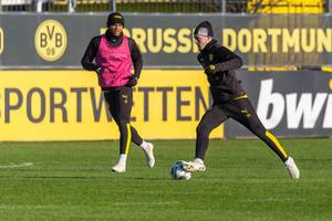 Danish player Jacob Bruun Larsen faces Manuel Akanji during a Borussia Dortmund training