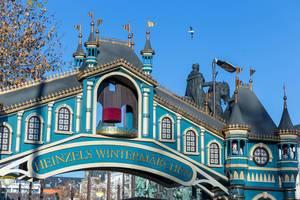 Das Eingangtor zu Heinzels Wintermärchen in Schloss-Gestalt