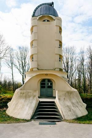 """Das expressionistische Bauwerk """"Einsteinturm"""" im Albert Einstein Wissenschaftspark der Teltower Vorstadt von Potsdam"""