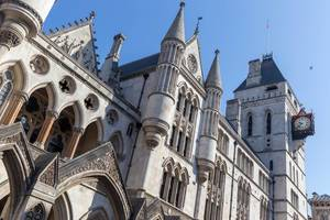 Das Gebäude der Königlichen Gerichtshöfe in London