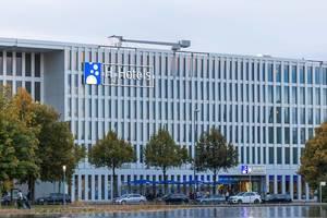 Das moderne Gebäude vom H2 Hotel München Messe