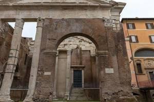 Das Portico di Octavia an der Archeologisches Ausgrabungstätte des Marcellus Teaters in Rom