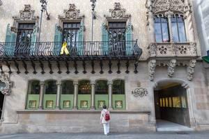"""Das """"Casa Museu Amatller"""" Haus im Modernisme-Stil mit Engel- und Blumenverzierungen, von Architekt Josep Puig i Cadafalch in Barcelona, Spanien"""