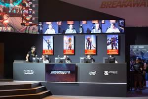 Das rote Team des Wettbewerbes bei Breakaway von der Amazon Studios